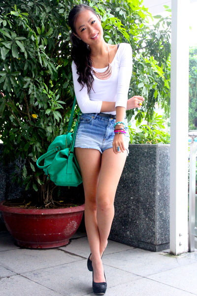 teal-accessorize-bag-light-blue-warehouse-shorts-white-mango-top_400