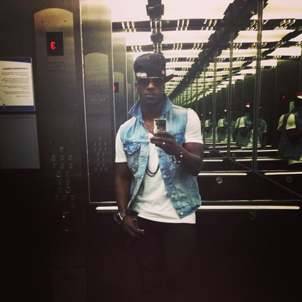 Timomatic-multiplied-himself-elevator-mirror-selfie