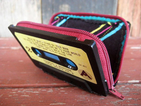 Upcycle-Cassette-Tapes-Wallet