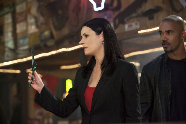 """Solitary Man"" -- Agents Prentiss (Paget Brewster, left) and Morgan (Shemar Moore, right) investigate a truck driver who is kidnapping women and disposing of them in random locations, on CRIMINAL MINDS, Wednesday, March 10 (9:00-10:00 PM, ET/PT) on the CBS Television Network.  Photo: Adam Rose/ABC Studios  ©2010 ABC Studios Television. All Rights Reserved."